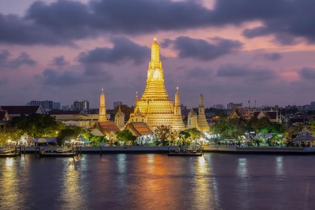 Tempio di vista di notte di wat arun a bangkok, tailandia