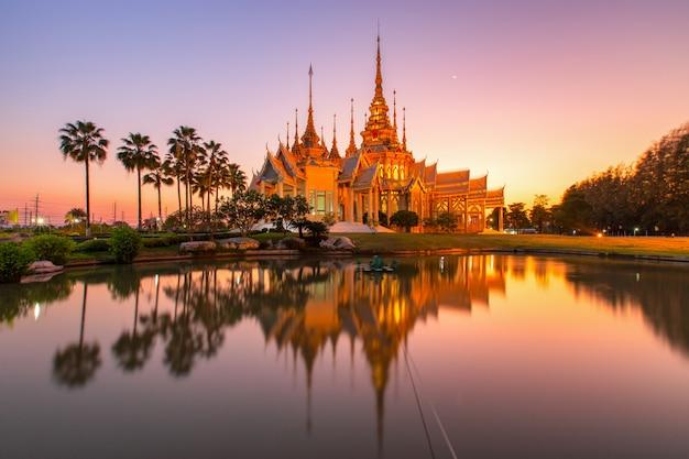 Tempio di wat none kum in tailandia