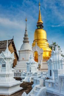 Tempio di wat suan dok, chiang mai, tailandia