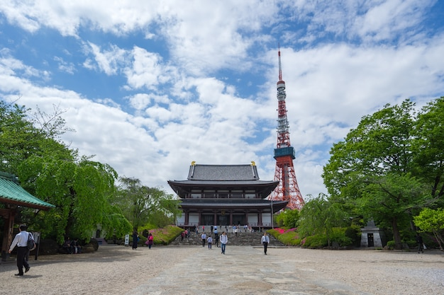Tempio di zojoji con la torre di tokyo nella città di tokyo, giappone