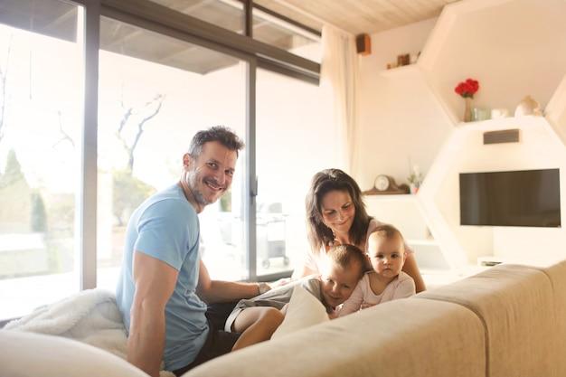 Tempo di famiglia in una nuova casa
