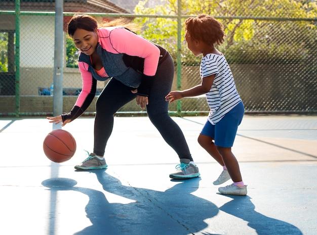 Tempo libero di attività di esercizio di sport di pallacanestro