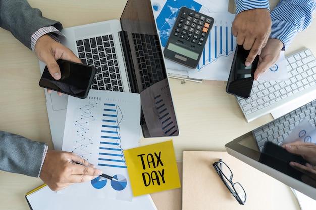Tempo per le tasse che pianificano la tassazione di contabilità finanziaria dei soldi