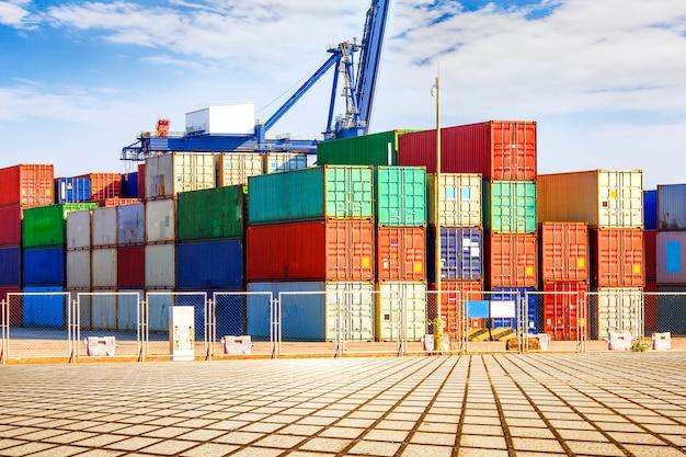 Terminal container? wharf, trasporto