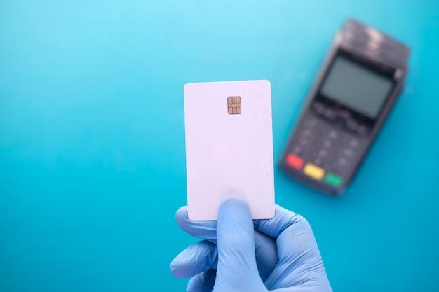 Terminale di pagamento con ricarica da carta, pagamento contactless.