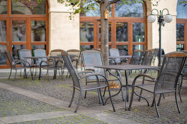 Terrazza esterna al ristorante con posti a sedere