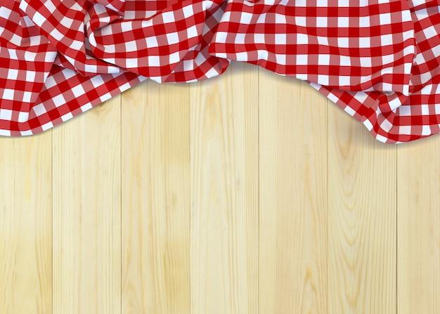 Tessuto a quadretti rosso e bianco sulla tavola di legno