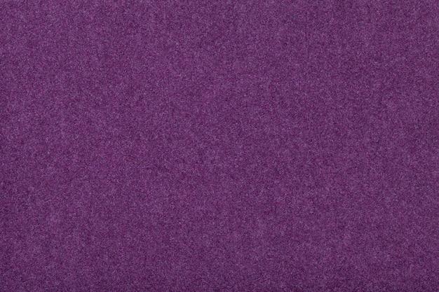 Tessuto scamosciato viola scuro opaco trama vellutata di feltro,