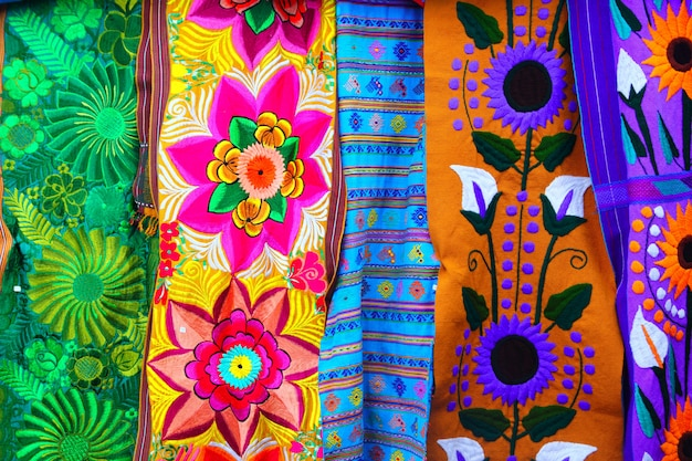 Tessuto serape messicano colorato realizzato artigianalmente