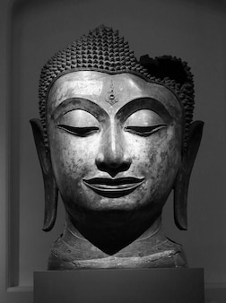 Testa di buddha in tailandia