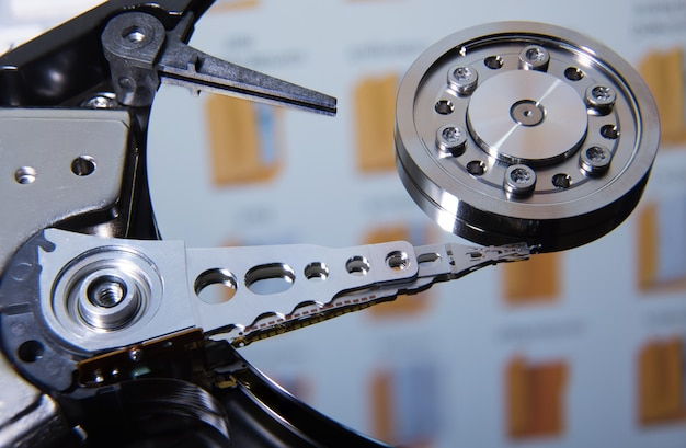 Testina di lettura per unità disco fisso. concetto di sicurezza informatica.