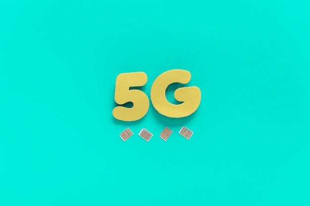 Testo 5g su sfondo chiaro con sim card