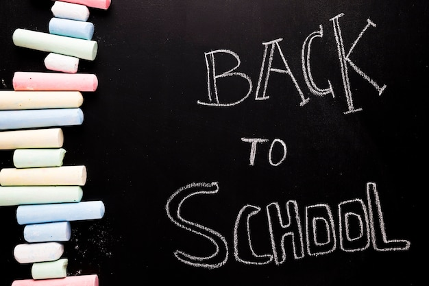 Testo back to school sulla lavagna
