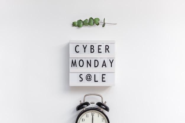 Testo di vendita del lunedì di cyber su lightbox bianco