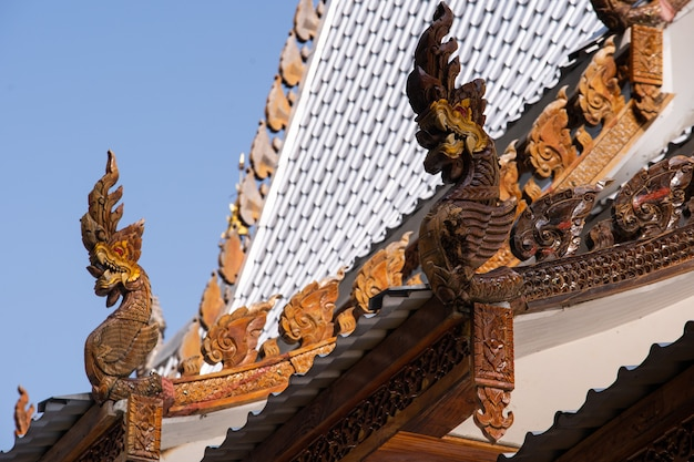 Tetto a testa di serpente thailandia