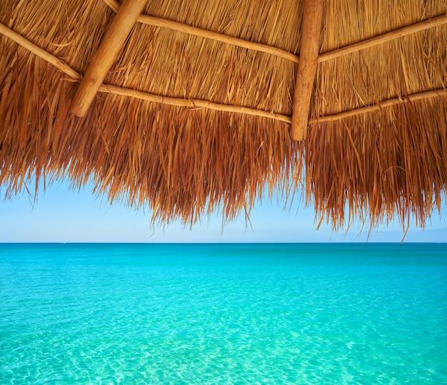Tetto apribile caraibico della spiaggia in riviera maya