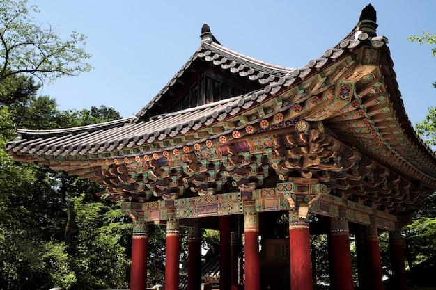 Tetto della pagoda della campana del tempio buddista dell'unesco di bulguksa della corea