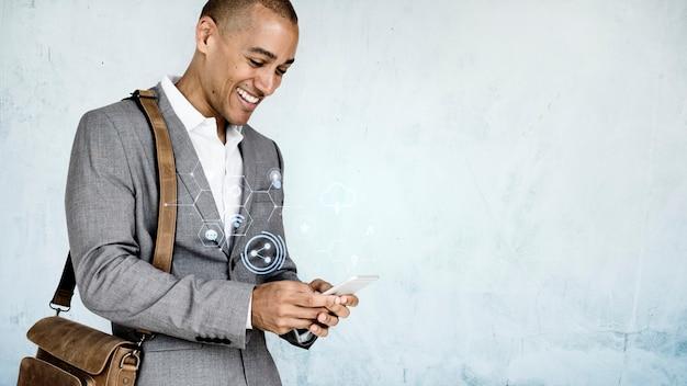 Texting uomo d'affari