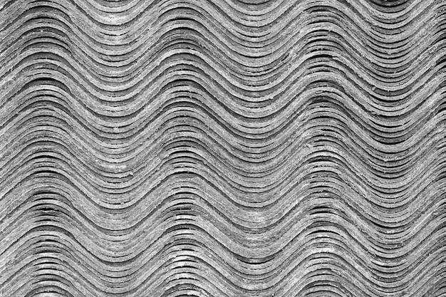 Texture di sfondo. i fogli di ardesia si trovano uno sopra l'altro e formano una superficie ondulata orizzontale.