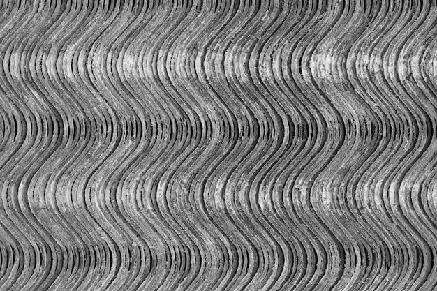 Texture di sfondo. i fogli di ardesia si trovano uno sopra l'altro e formano una superficie ondulata verticale.