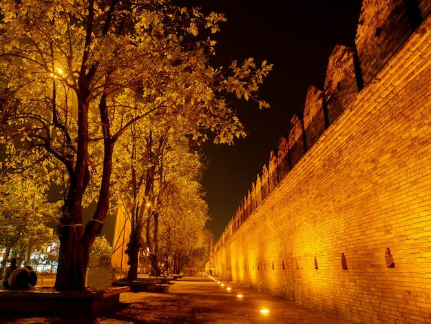 Tha phae gate (tapae gate) è l'ingresso principale di chiangmai alla vecchia città murata di chiangmai thailandia.