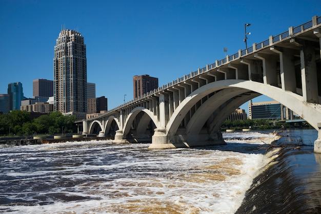 Third avenue bridge sul fiume mississippi, minneapolis, hennepin county, minnesota, stati uniti d'america