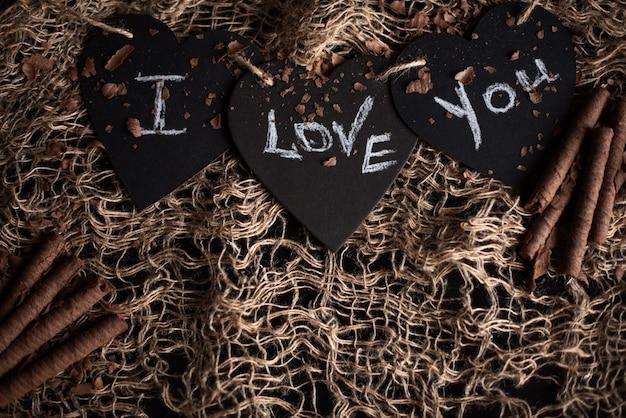 Ti amo, scritto il gesso su una lavagna. buon san valentino.