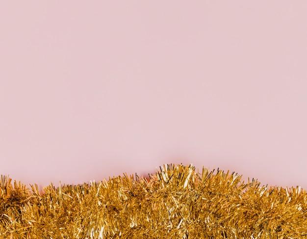 Tinsel dorato lucido per la festa di capodanno