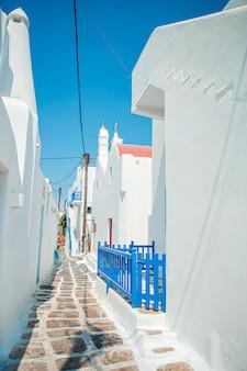 Tipica porta blu con porta blu. grecia, mykonos