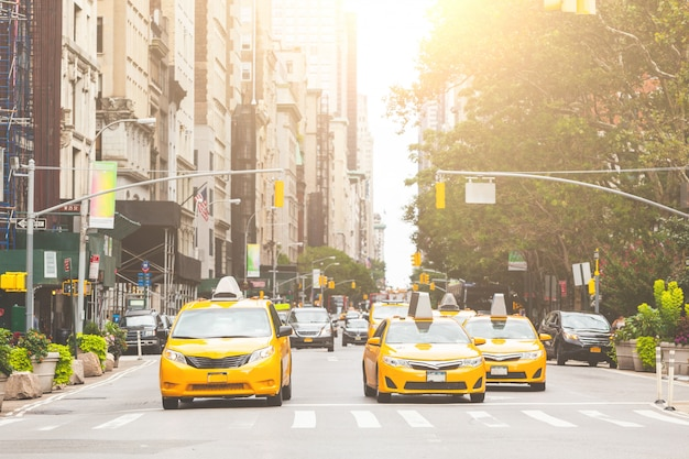 Tipico taxi giallo a new york city