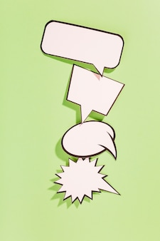 Tipo differente di retro fumetti bianchi su fondo verde