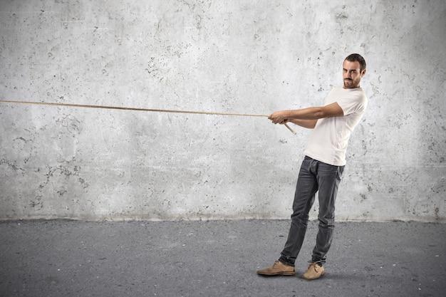 Tirando una competizione di corde