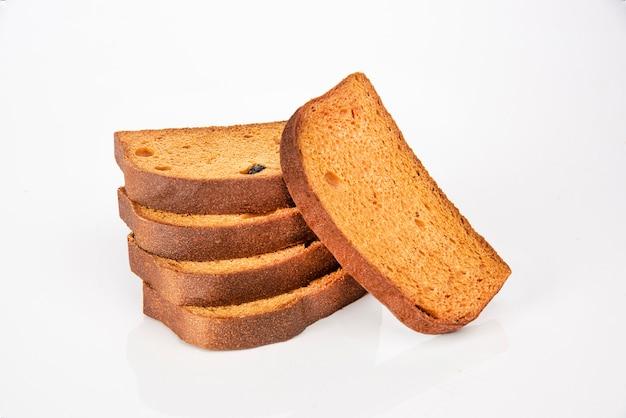Toast fette biscottate sul tavolo bianco