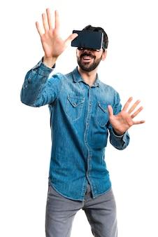 Toccando l'interfaccia digitale di occhiali 3d