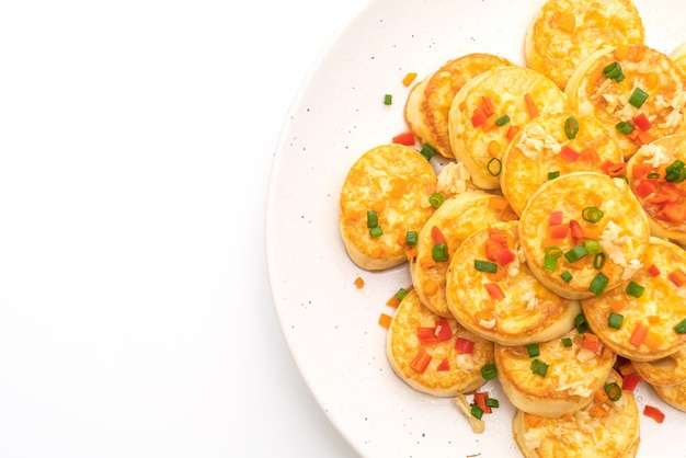 Tofu di uovo morbido fritto con aglio