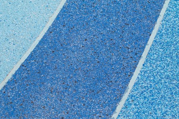 Tonalità di colore blu del pavimento del terrazzo fuori porta per l'esercizio o l'area sportiva all'aperto.