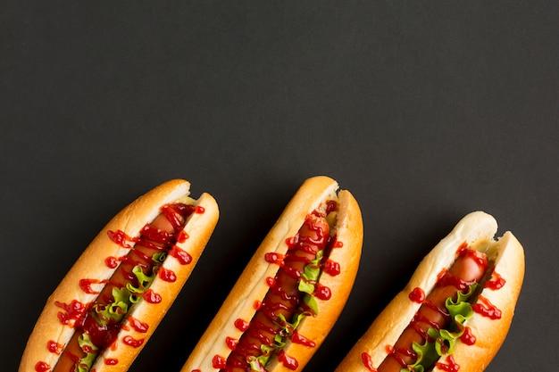 Top view deliziosi hot dog
