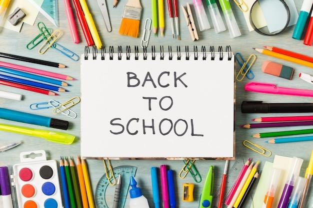 Torna al mockup del blocco note della scuola