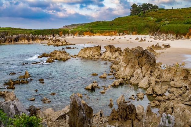 Toro beach, llanes, asturias, spagna