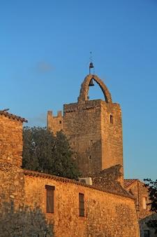 Torre de les hores, peratallada, baix emportada, costa brava, provincia di girona, catalogna, spagna