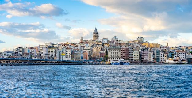 Torre di galata con la città di costantinopoli a costantinopoli, turchia