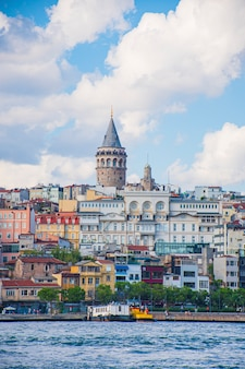 Torre di galata nel paesaggio di istambul