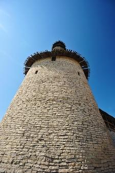 Torre di osservazione del vecchio cremlino a pskov, russia