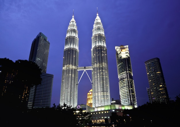 Torre petronas nella notte