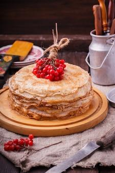 Torta a strati fatta di pancake