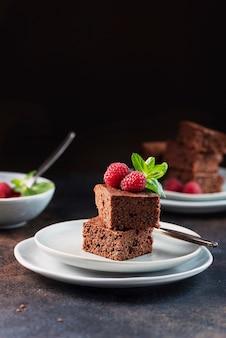Torta al cioccolato con caramello