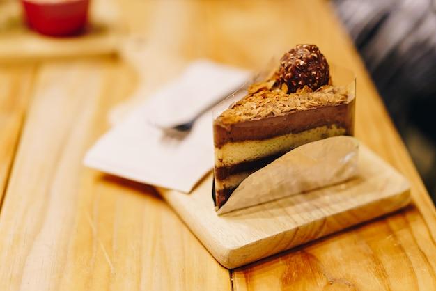 Torta al cioccolato nella caffetteria