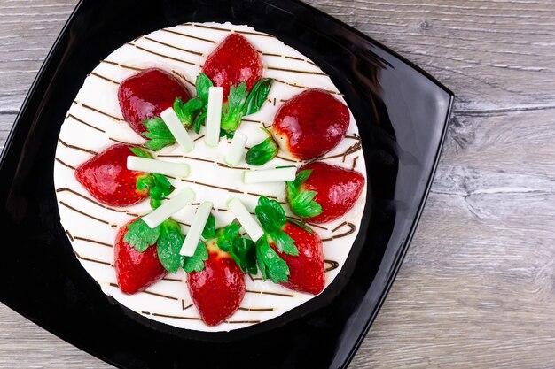 Torta alle fragole con crema alla vaniglia