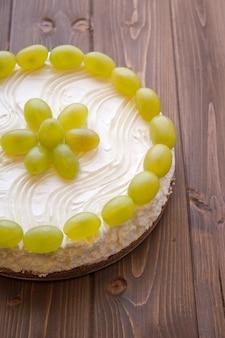 Torta allo yogurt con uva