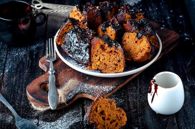 Torta con marmellata e cioccolato